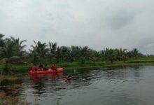 Drum Bekas Jadi Perahu untuk Menangani Bencana Banjir