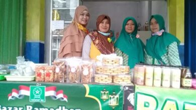 Fatayat-Muslimat NU Karangpucung Sinergi Di Bazar Ramadhan