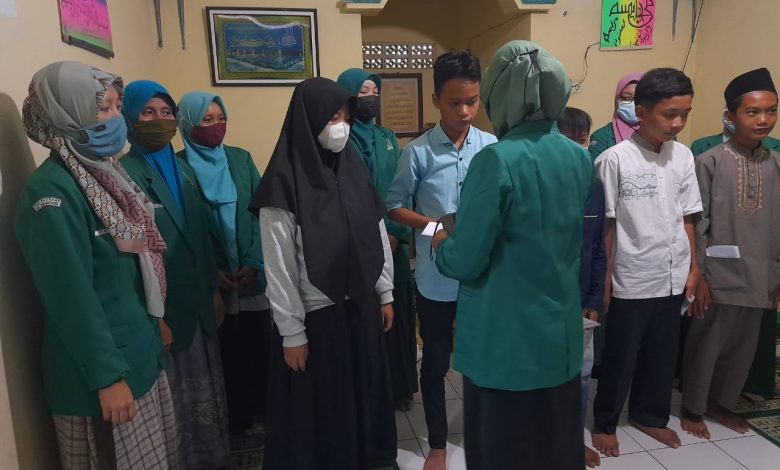 Fatayat NU Karangpucung Santuni Yatim piatu